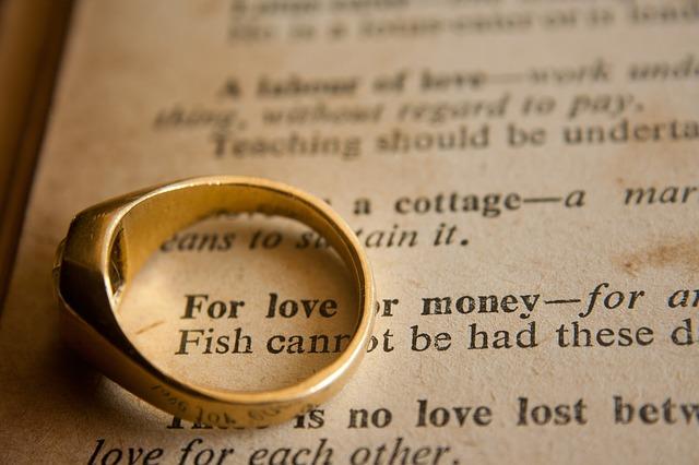 Stay on Wedding Budget - Wedding Tips